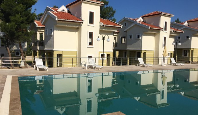 Luxurious Holiday Villas With Shared Pool for 6 People in Akbük