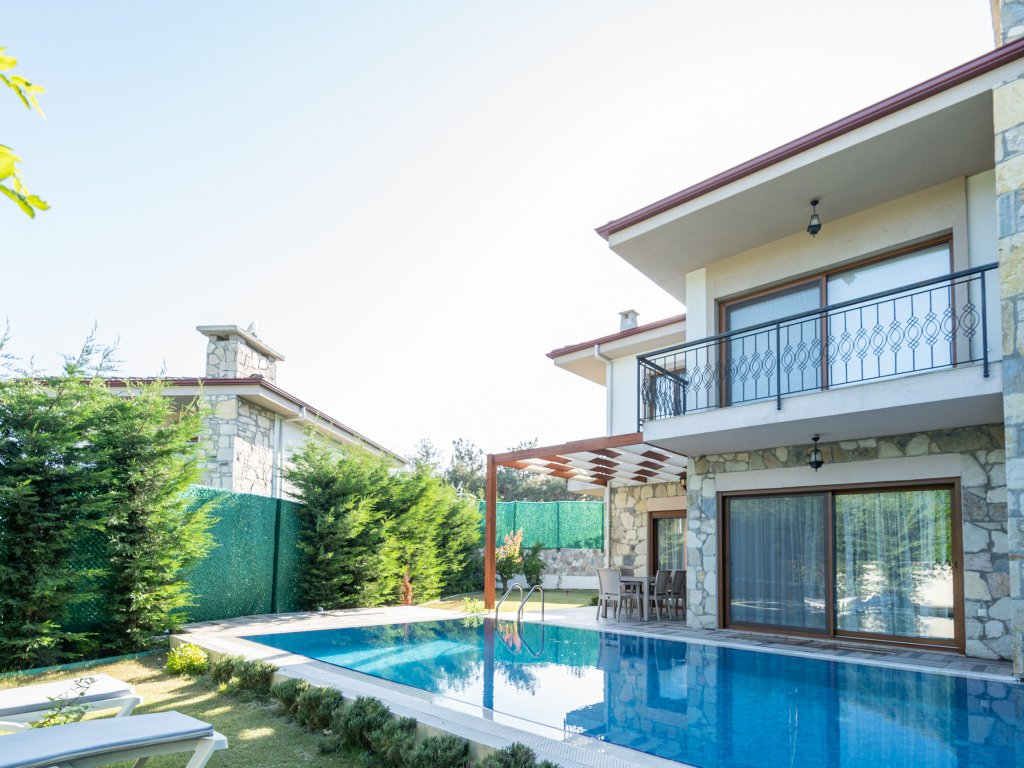Deluxe Villa for Rent with Private Pool in Kuşadası Area
