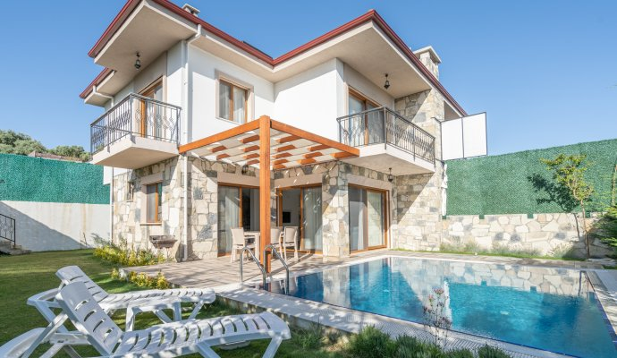 Superior Villa for Rent with Private Pool in Kuşadası Area